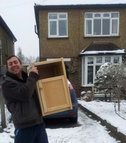 Childrens Bed Centres delivery team continue to deliver in the snow