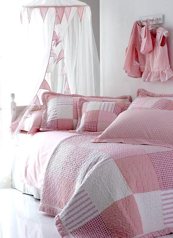 Pink Polka Dot Angel Quilt and Pillowsham