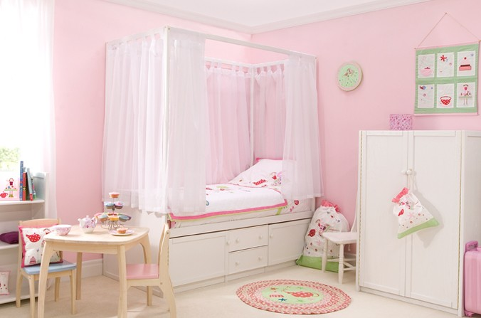 Children's White Four Poster Bed