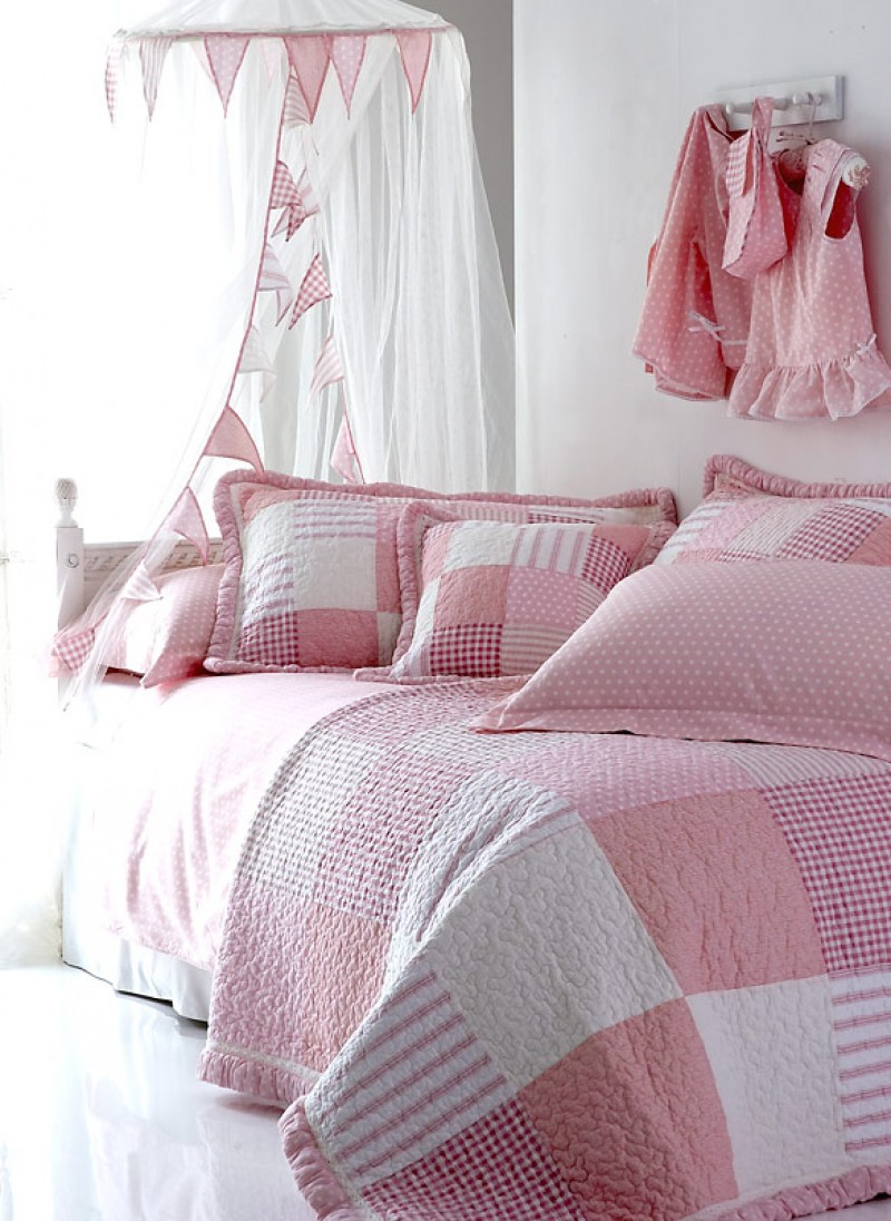 Pink Polka Dot Angel Quilt and Pillowsham