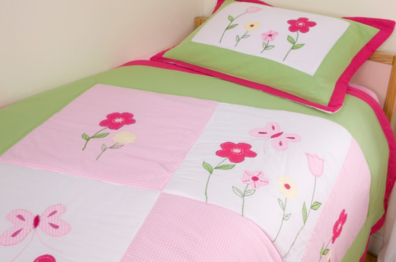 Lily Bedspread and Pillowsham